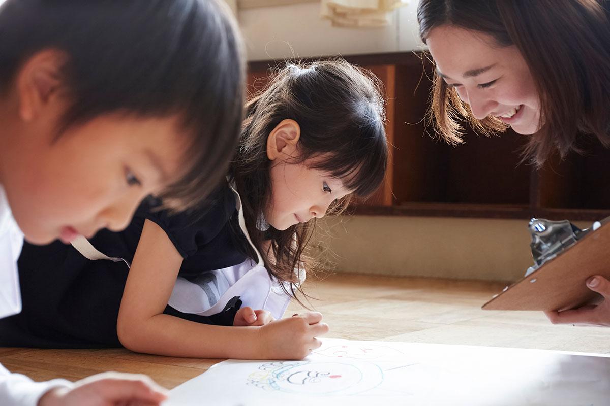 イラスト・漫画教室SMILESの青山先生の写真